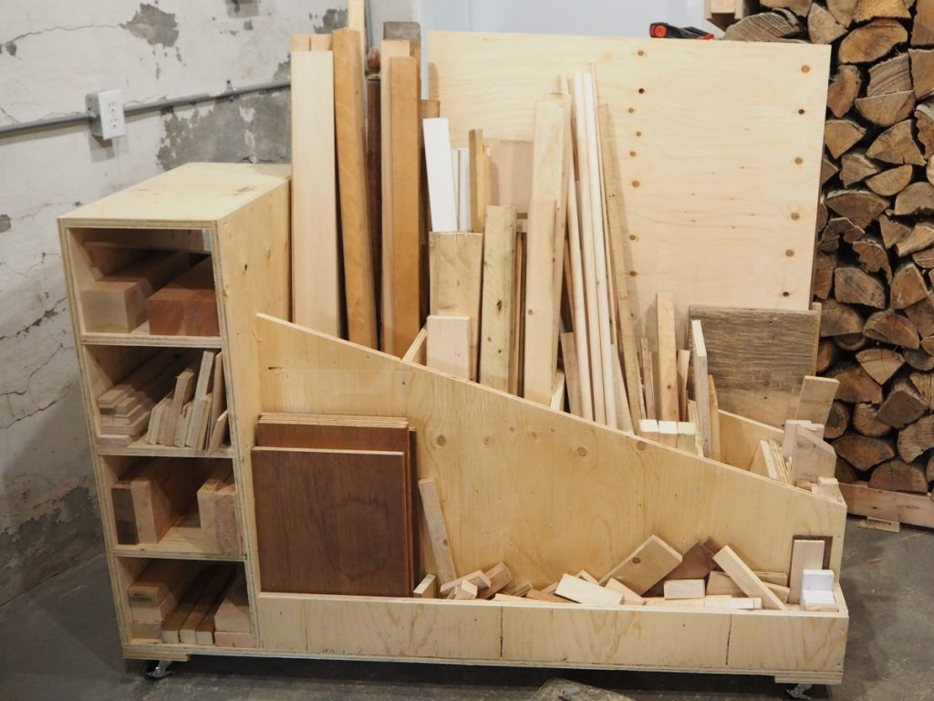 The ultimate lumber storage cart free plans diy montreal for Mobile lumber storage rack plans