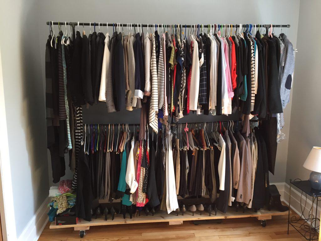 Black iron pipe garment rack | DIY Montreal